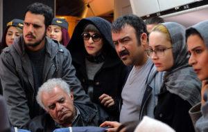 فیلم ما همه با هم هستیم عکس از بازیگر که یک سکانس از فیلم است